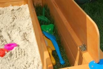 Spielzeuglade zu Sandkasten Mickey Bild 2