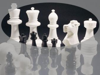 Große Schachfiguren für den Außenbereich - Rolly Toys Bild 1