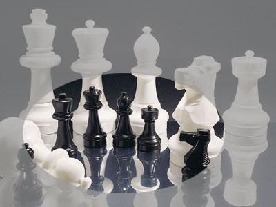 Kleine Schachfiguren für den Außenbereich - Rolly Toys Bild 1