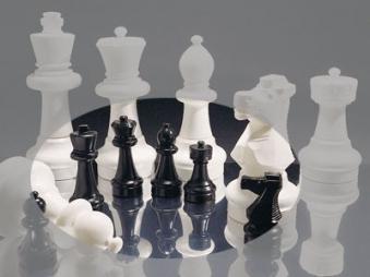 Kleine Schachfiguren für den Außenbereich - Rolly Toys